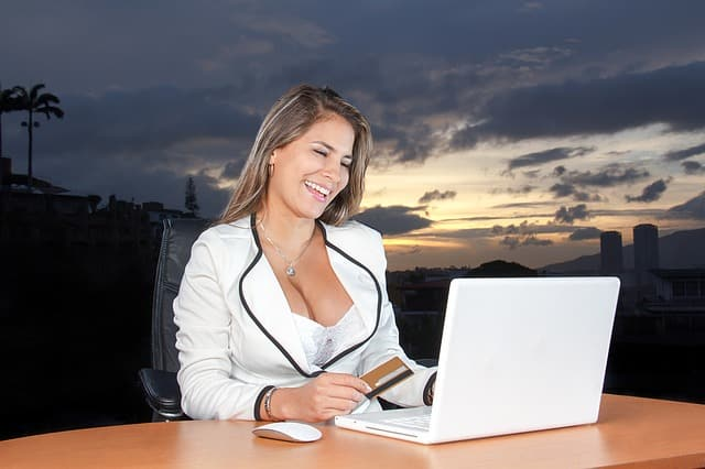 business-woman-e831b20b20_640