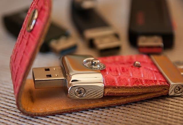 usb-key-e837b00d29_640